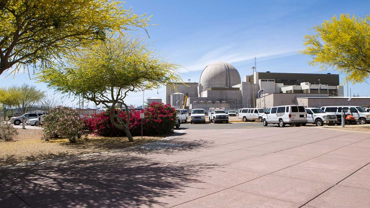 The Palo Verde Nuclear Generating Station occupies about 4,000 acres in Tonopah, 50 miles west of Phoenix. (Source: Jenna Miller/Cronkite News)