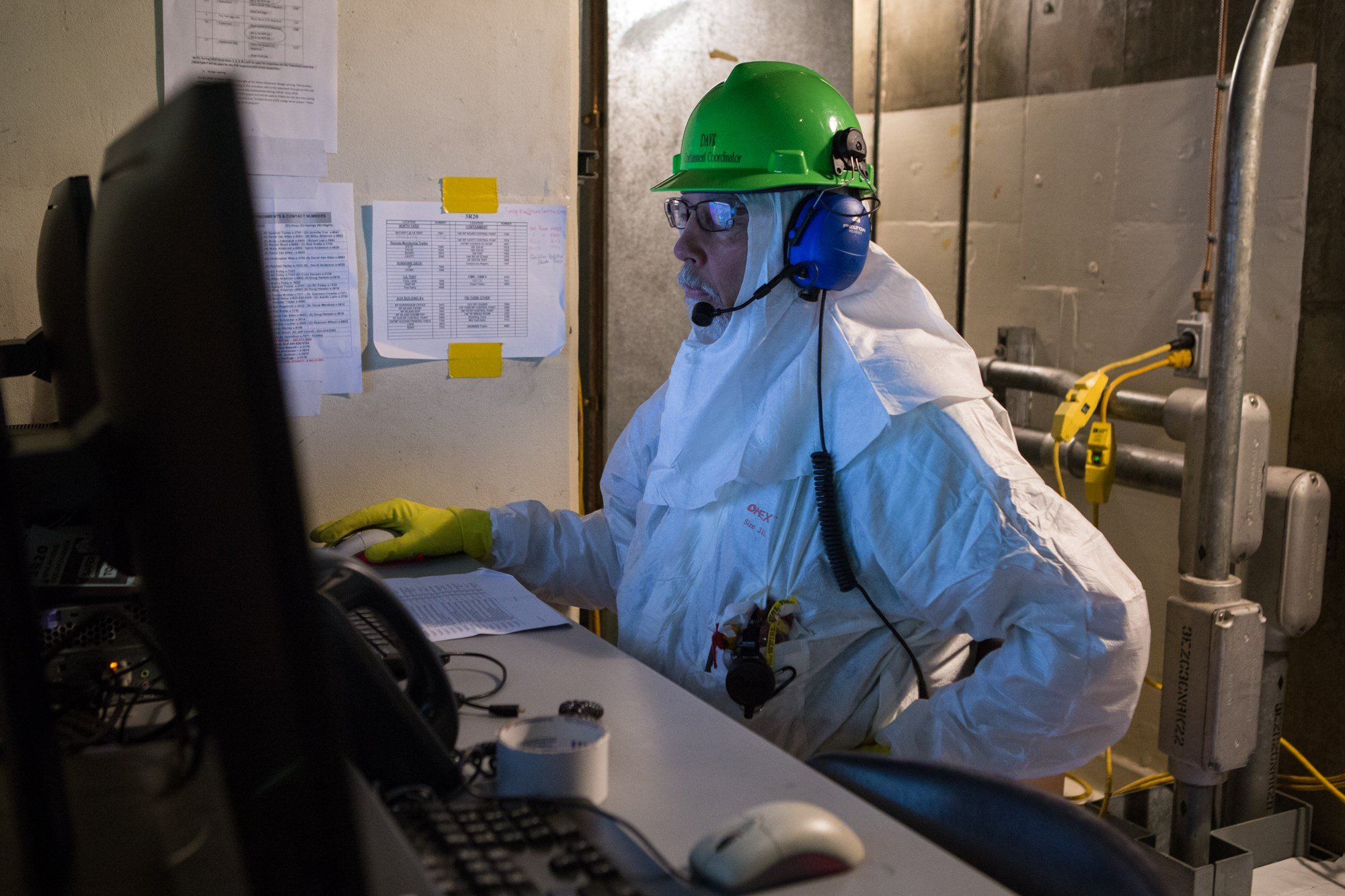 Containment coordinator Dave Mills works inside the nuclear containment building at Palo Verde in April. The nuclear power plant could be affected by a potential ballot initiative on clean energy. (Source: Jenna Miller/ Cronkite News)