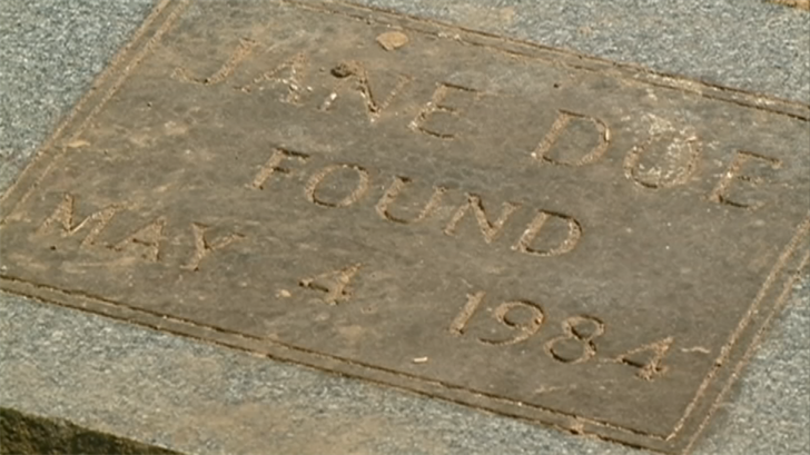 Headstone marked 'Jane Doe, Found May 4, 1984' for unidentified cold case victim in Wisconsin, linked to Arizona by pollen testing. (Source: CBS News)