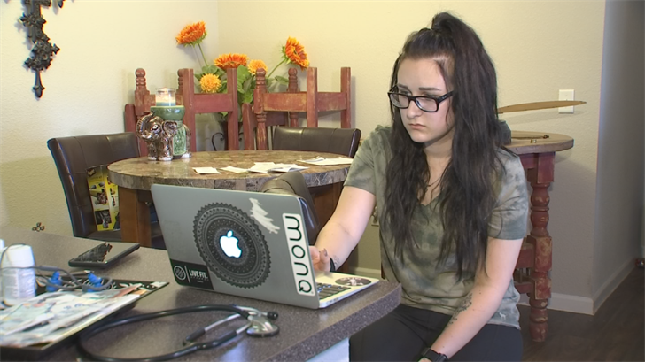 Mackenzie Umpleby went online to look for a new dog and got scammed. (Source: 3TV)