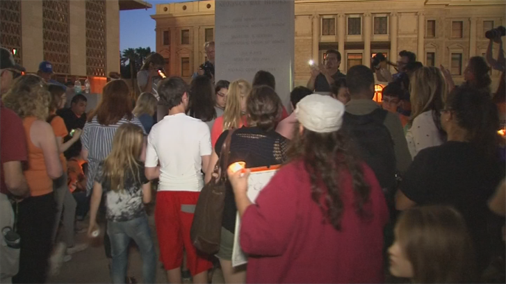 They hope the vigil reminds lawmakers they're still seeking changes to our state gun laws. (Source: 3TV/CBS 5)
