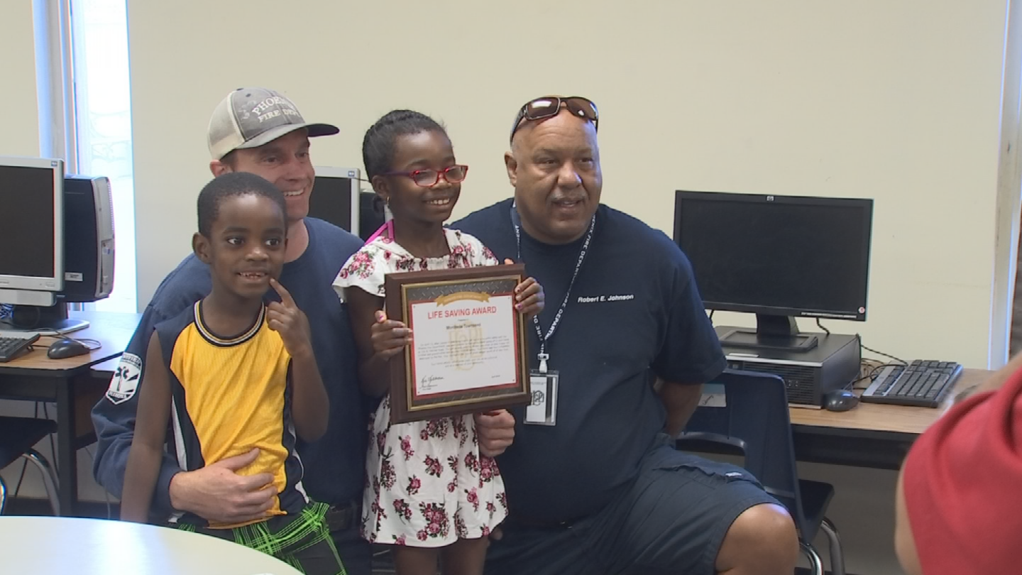 Monibelle Townsend received a Citizen Lifesaving Award from the Phoenix Fire Department at her school. (Source: 3TV/CBS 5)