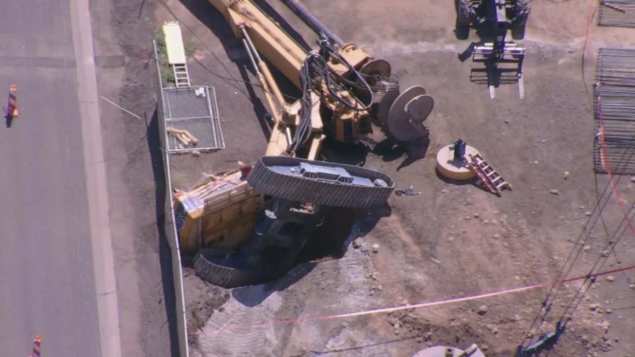 Drill rig collapse at Sky Harbor Airport. (Source: 3TV/CBS 5 News)