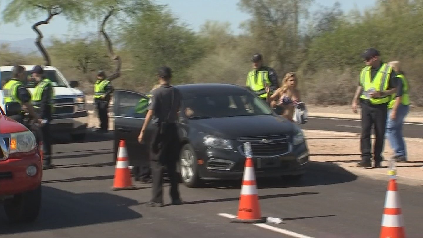 Mesa police conducting a DUI checkpoint. (Source: 3TV/CBS 5 News)