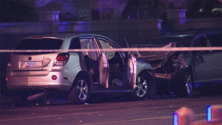 Police are investigating a deadly head-on crash near 43rd Avenue and Thomas Road. (Source: 3TV/CBS 5)