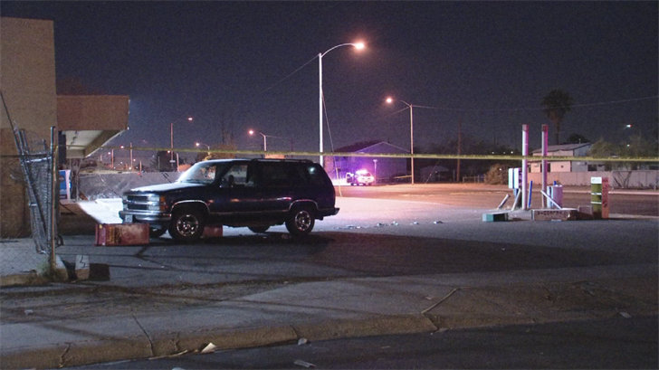 A man crashed his car into a few newspaper stands after being shot in Phoenix. (Source: 3TV/CBS 5)