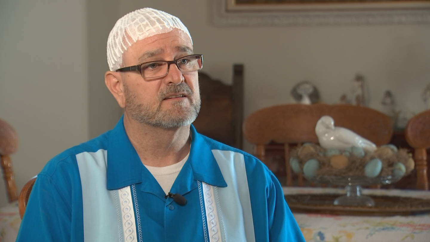 A Valley grandfather and veteran wants Senator John McCain to know he's not alone in his glioblastoma fight.   Norm Drury, 50, of Mesa is battling the aggressive form of brain cancer too. (Source: 3TV/CBS 5)