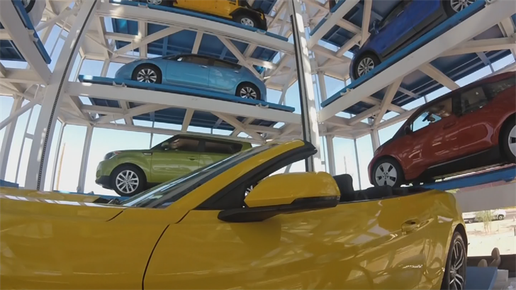 The car vending machine in Tempe is now taking customers. (Source: 3TV/CBS 5)