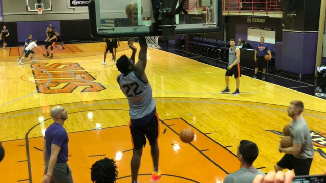 Ayton was full-go Wednesday as the Suns held a spirited work-out – complete with some of their own holiday fireworks. (Source: 3TV/CBS 5)