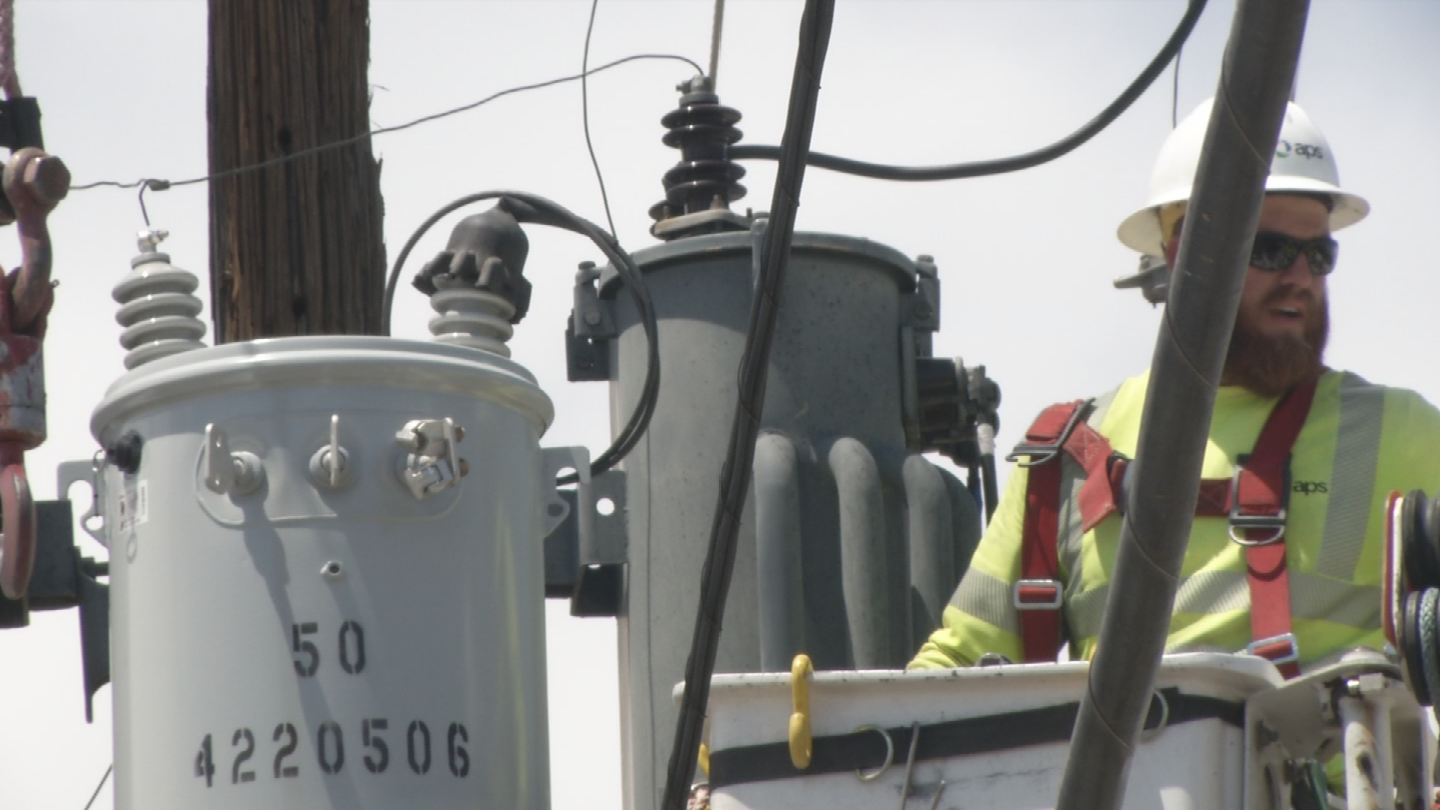 APS workers are going as fast as they can to restore to power to customers. (Source: 3TV/CBS 5)