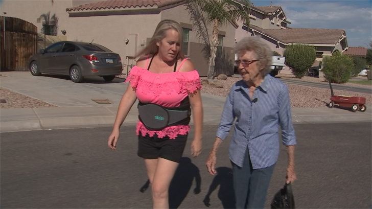 Tara Holycross, left, helped out Maxine Landes, right, after she lost her social security check at an Avondale Walmart. (Source: 3TV/CBS 5)
