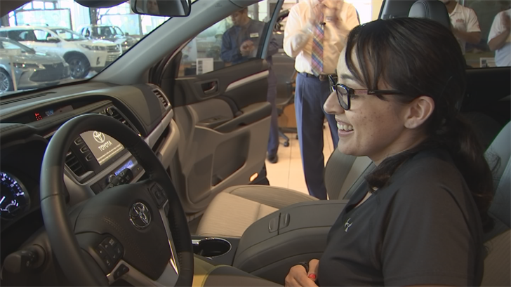 Jovanna Calzadillas was all smiles when she saw her brand new 2018 Toyota Highlander. (Source: 3TV/CBS 5)