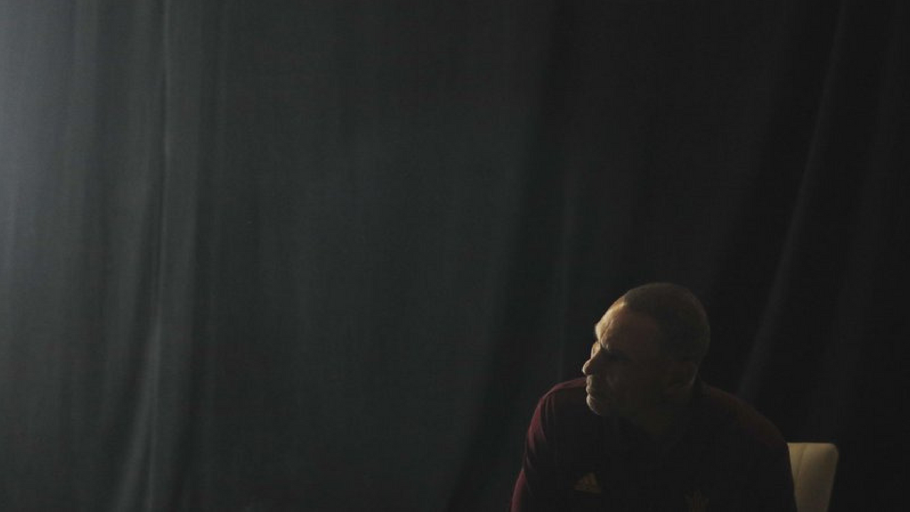 Arizona State head coach Herm Edwards waits in a holding room before speaking at the Pac-12 Conference NCAA college football Media Day in Los Angeles, Wednesday, July 25, 2018. (Source: AP Photo/Jae C. Hong)