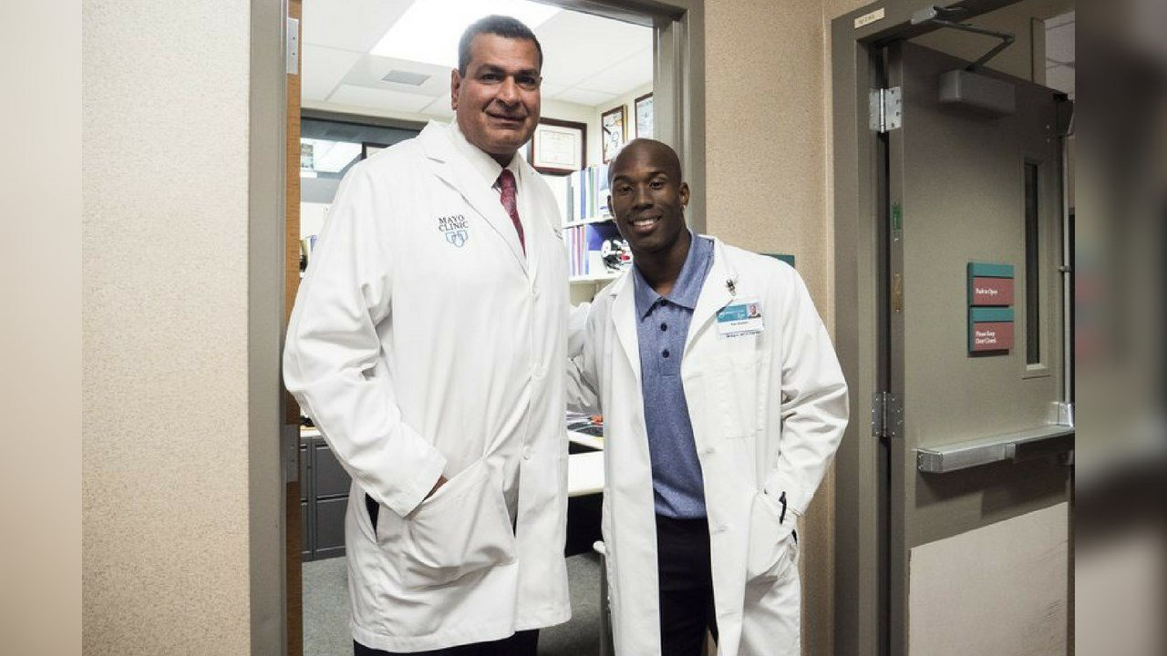 Kyle Williams poses with Dr. Anikar Chhubra (Source: Arizona State University Media Relations via AP)