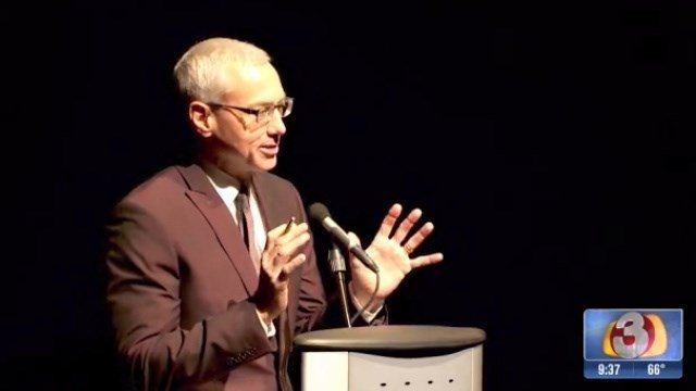 Dr. Drew Pinsky addresses a group of supporters for notMYkid in Tempe. (Source: 3TV)
