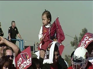 Cardinals fans showed up at Sky Harbor Friday morning to show their support for their team By Jennifer Thomas