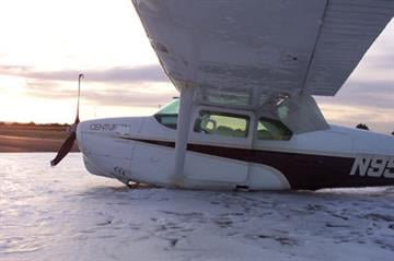 A problem with the landing gear forced the pilot of a small plane to make a belly landing in Show Low on Saturday. By Jennifer Thomas