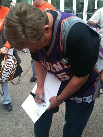 3TV's Royal Norman took a break from emceeing the rally to sign some autographs. By Content Creator