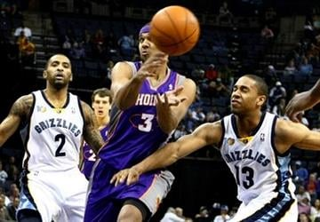 Phoenix Suns' Jared Dudley passes around Memphis Grizzlies' Xavier Henry, right, as Acie Law, left, looks on during the first half of an NBA basketball game in Memphis, Tenn., Monday, Nov. 8, 2010. (AP Photo/ Mark Weber) By Mark Weber