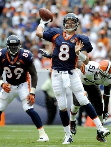 Denver Broncos quarterback Kyle Orton throws a pass against Cleveland Browns during their NFL football game in Denver, Colorado September 20, 2009. REUTERS/Mark Leffingwell (UNITED STATES SPORT FOOTBALL) By MARK LEFFINGWELL