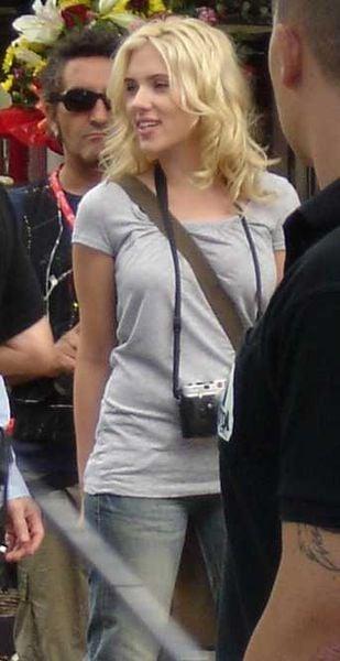 Scarlett Johansson en la Rambla de Barcelona, en el descanso de una escena de la película de Woody Allen. By Belo Content KTVK