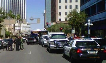 Suspicious vehicle command post in downtown Tucson at Stone/Broadway. By Bryce Potter