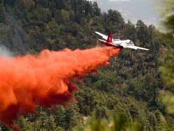 Fire officials attack the Gladiator Fire from the air. By Andrew Michalscheck