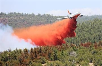 DC-10 drops retardant on Poco Fire By Jennifer Thomas