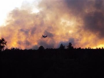 DC-10 after making drop on Poco Fire at sunset By Jennifer Thomas