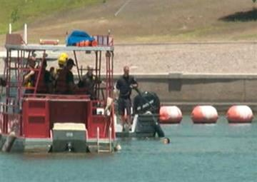 A man jumped into Tempe Town Lake and avoided capture for more than an hour. By Jennifer Thomas