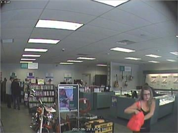 Female suspect with pink bag at the SuperPawn located at 2916 E. Route 66 in Flagstaff on June 19. By Jennifer Thomas