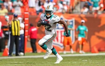 MIAMI GARDENS, FL - SEPTEMBER 16:  Reggie Bush #22 of the Miami Dolphins rushes during a game against the Oakland Raiders at Sun Life Stadium on September 16, 2012 in Miami Gardens, Florida.  (Photo by Mike Ehrmann/Getty Images) By Mike Ehrmann
