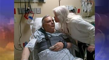 Sheriff Joe Arpaio's wife, Ava, kisses her husband. By Andrew Michalscheck