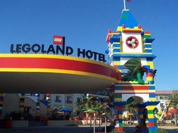 If you're trying to figure out where to take the kids on vacation this summer, look no further than Carlsbad, California. LEGOLAND has finally opened its own hotel! By Tami Hoey