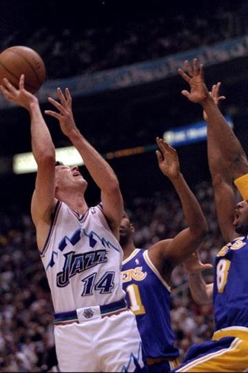 18 May 1998:  Jeff Hornacek #14 of the Utah Jazz shoots a jumpshot during the Jazz 99-95 NBA Playoff win over the Los Angeles Lakers at the Delta Center in Salt Lake City, Utah.   Mandatory Credit: Jed Jacobsohn  /Allsport By Jed Jacobsohn