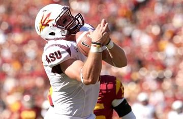 Chris Coyle pulls in a 34 yard touchdown pass in the first quarter against the USC Trojans (Photo by Stephen Dunn/Getty Images) By Stephen Dunn