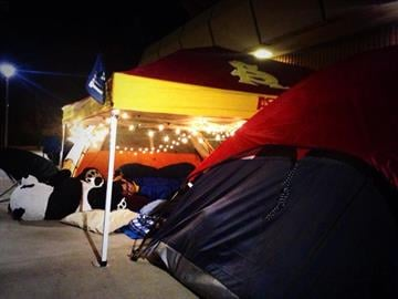 The polar temps aren't stopping #ASU students/Sun Devil fans from a good night's sleep outside Wells Fargo Arena! By Catherine Holland