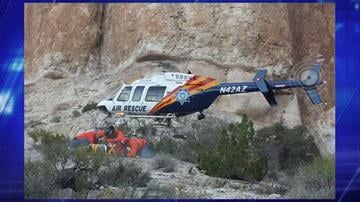 Members of Mohave County Search & Rescue cover the patient as DPS Ranger lands. By Jennifer Thomas