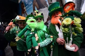 Participants cheer along the annual St. Patrick's Day parade in New York on March 17 2014.   AFP PHOTO/Emmanuel Dunand        (Photo credit should read EMMANUEL DUNAND/AFP/Getty Images) By EMMANUEL DUNAND