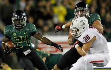EUGENE, OR - SEPTEMBER 22:  Kenjon Barner #24 of the Oregon Ducks is pursued by Jared Tevis #38 of the Arizona Wildcats on September 22, 2012 at the Autzen Stadium in Eugene, Oregon.  (Photo by Jonathan Ferrey/Getty Images) By Jonathan Ferrey