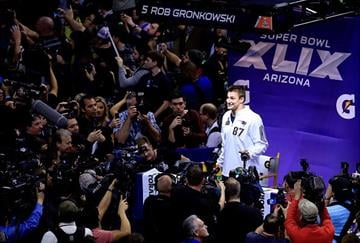 PHOENIX, AZ - JANUARY 27:  Rob Gronkowski #87 of the New England Patriots addresses the media at Super Bowl XLIX Media Day Fueled by Gatorade inside U.S. Airways Center on January 27, 2015 in Phoenix, Arizona.  (Photo by Rob Carr/Getty Images) By Rob Carr