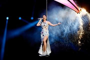 GLENDALE, AZ - FEBRUARY 01:  Singer Katy Perry performs during the Pepsi Super Bowl XLIX Halftime Show at University of Phoenix Stadium on February 1, 2015 in Glendale, Arizona.  (Photo by Kevin C. Cox/Getty Images) By Kevin C. Cox