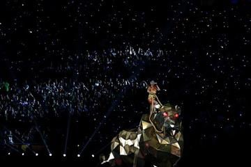 GLENDALE, AZ - FEBRUARY 01:  Singer Katy Perry performs during the Pepsi Super Bowl XLIX Halftime Show at University of Phoenix Stadium on February 1, 2015 in Glendale, Arizona.  (Photo by Andy Lyons/Getty Images) By Andy Lyons
