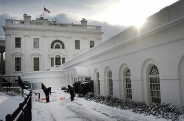 National Park Service employees clear snow from the driveway between the White House and the West Wing in Washington, DC, February 17, 2015.    AFP PHOTO/JIM WATSON        (Photo credit should read JIM WATSON/AFP/Getty Images) By JIM WATSON
