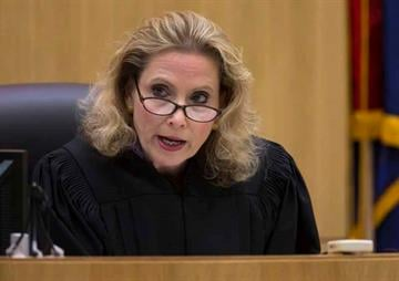 Judge Sherry Stephens reads instructions to the jury during the Jodi Arias sentencing phase of the retrial at Maricopa County Superior Court in Phoenix on February 24, 2015. By Mark Henle