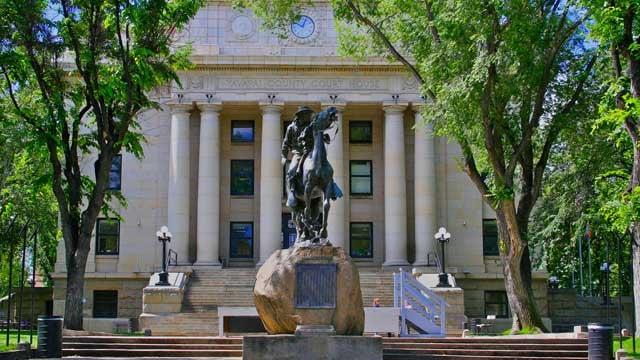 Buckey O'Neill Statue on Prescott Courthouse Plaza (Source: Visit-Prescott.com)