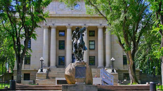Buckey O'Neill Statue on Prescott Courthouse Plaza (Source: Visit-Prescott.com)