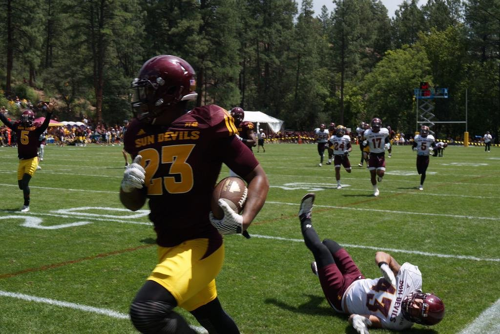 Lewis scores a 62-yard TD during the Camp Tontozona scrimmage (Photo: Ralph Amsden)