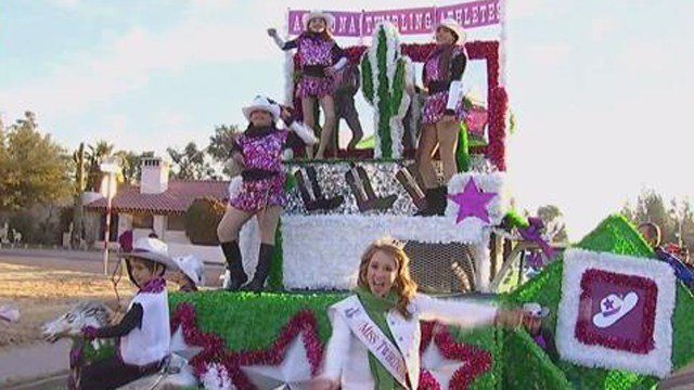 Floats line up for Saturday's parade. (Source: KTVK)