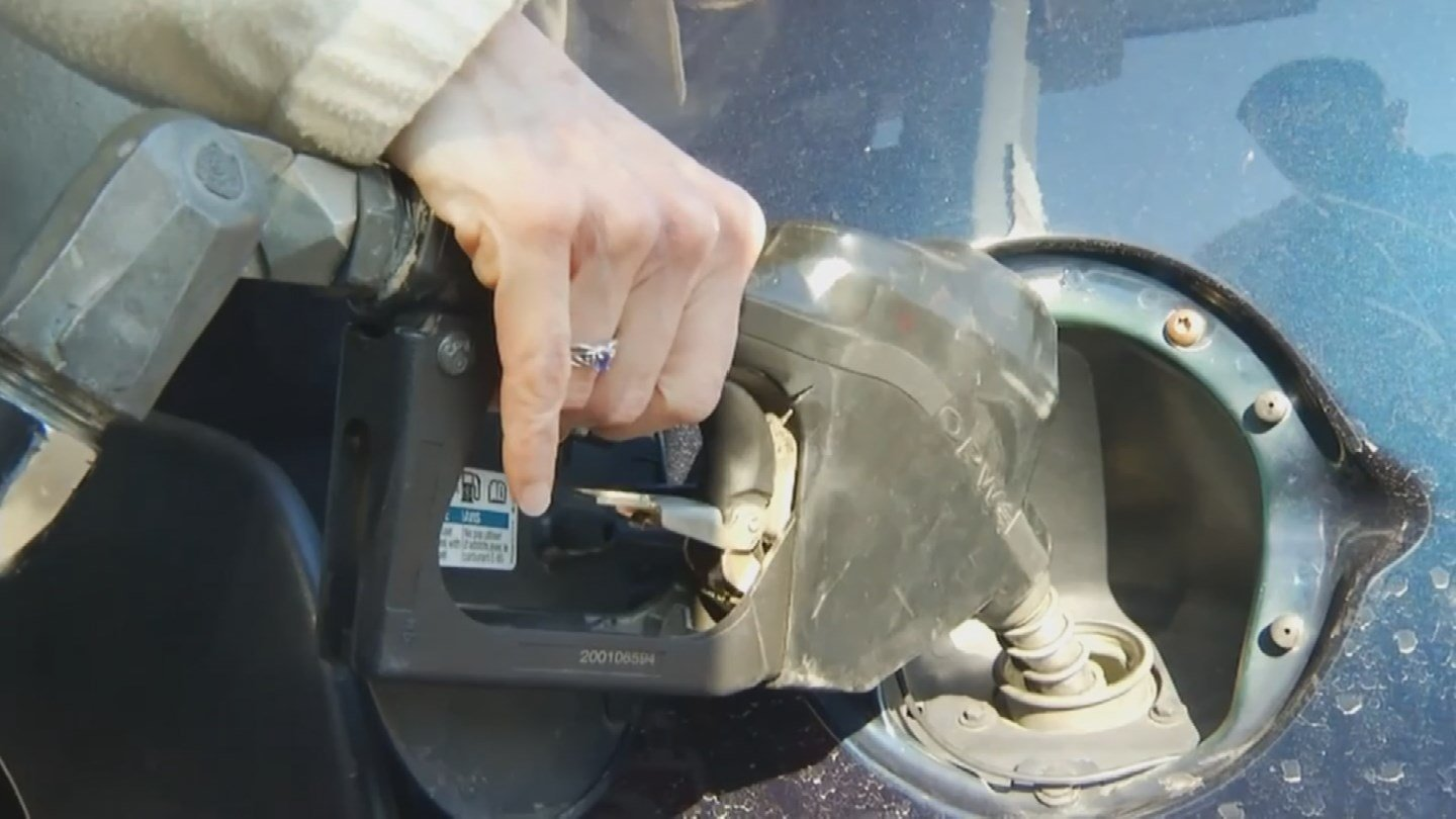 Drivers all over the state are taking advantage of falling gas prices. (Source: KPHO/KTVK)